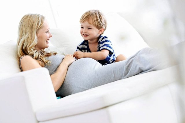 Особенности второй беременности: первые признаки, самочувствие женщины и сроки родов
