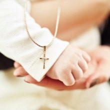 Что обычно дарят на крестины мальчику и девочке: выбираем подарок от крестных, а также от бабушки и дедушки