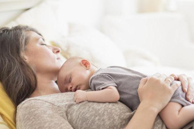 Почему после родов может болеть низ живота как при месячных, в чем причина схваткообразной боли, когда это пройдет?
