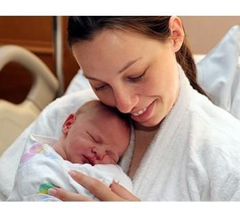 Температура через неделю после родов: почему поднялась и какие причины озноба?