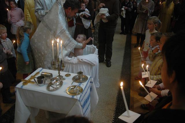 Что нужно знать родителям о крестинах мальчика и девочки: приметы, правила крещения в православной церкви и рекомендации