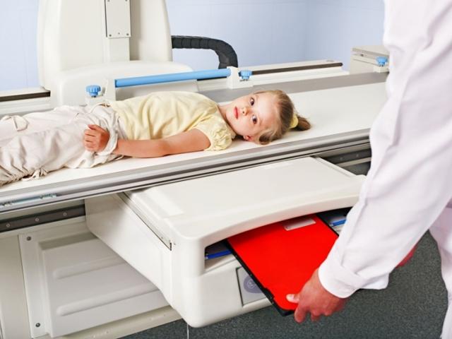Как часто ребенку можно делать рентген грудной клетки, легких, животика или головы - опасна ли процедура?