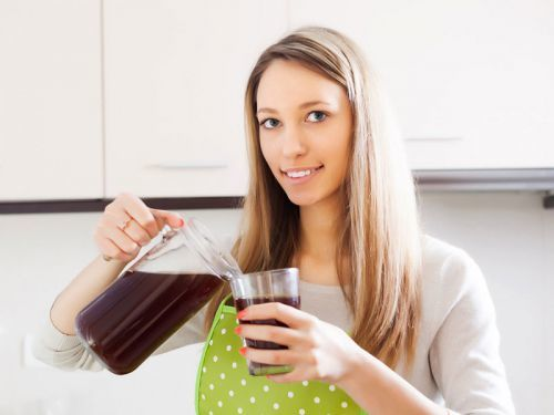 Можно ли кормящей маме пить квас: особенности употребления напитка при грудном вскармливании
