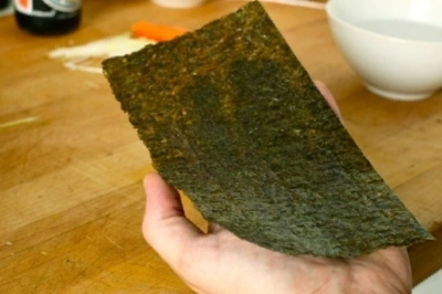 Можно ли кормящей маме побаловать себя соевым соусом, роллами и суши: японская кухня при грудном вскармливании