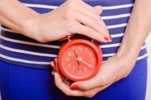 Можно ли выявить беременность в домашних условиях без теста до задержки месячных: первые признаки и народные приметы