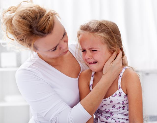 Ребенок ноет и плачет по любому поводу: что делать и как отучить малыша от