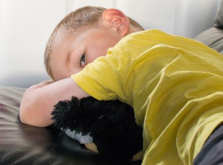 Как не кричать и не срываться на ребенка, если он раздражает: советы психолога с пошаговой инструкцей