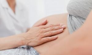 Почему при беременности в разных триместрах может подняться температура до 37 и более градусов, можно ли ее сбить?