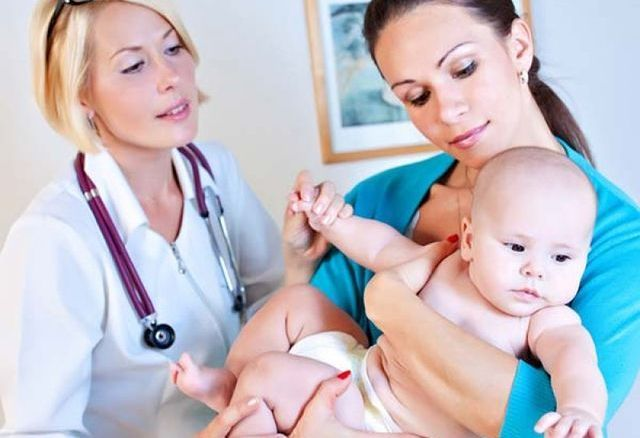 Как у грудничка проявляется аллергия на смесь: симптомы с фото и схема лечения