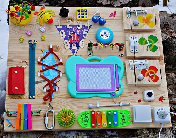 Как сделать бизиборд для малыша своими руками: фото-идеи и мастер-класс по созданию развивающей доски для детей