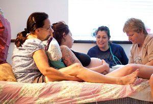 Роды в домашних условиях и проблемы с врачами: что следует знать, какие могут быть риски?