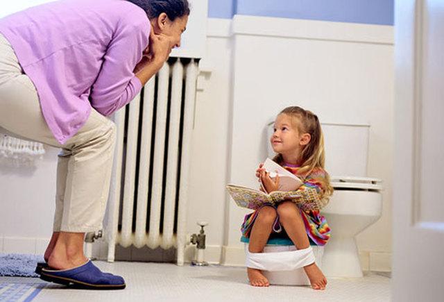 У ребенка частое мочеиспускание без боли: почему малыш постоянно ходит в туалет по-маленькому и чем лечить патологию?