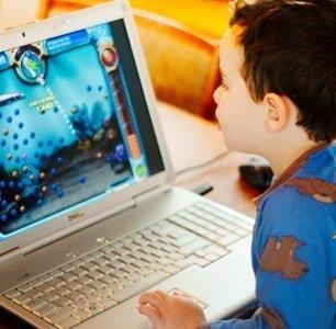 Вред и польза компьютера для детей: сколько можно сидеть за монитором ребенку 8-12 лет, как отвлечь его от игр?