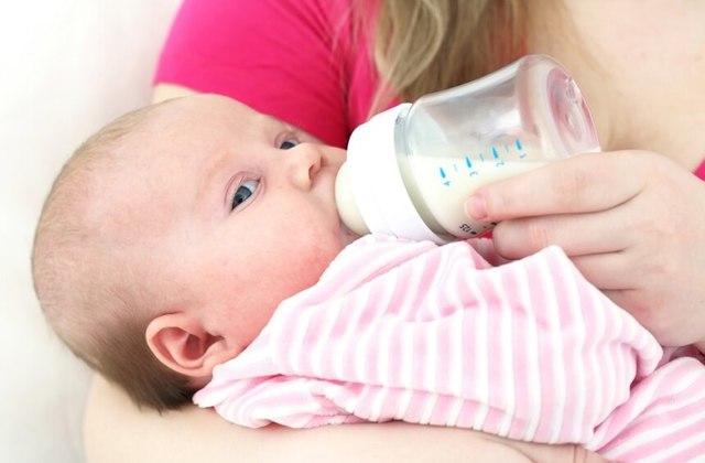 Что делать, если ребенок 3-6 месяцев отказывается есть смесь при смешанном и искусственном вскармливании?