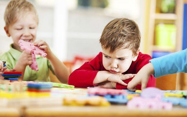 Что делать, если ребенок все время плачет в детском саду или яслях: советы психолога