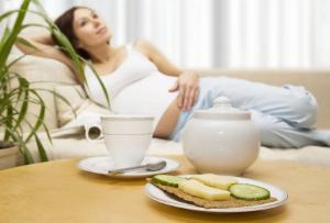 Токсикоз в 1 триместре беременности: когда он начинается и сколько длится у беременных, как с ним бороться?