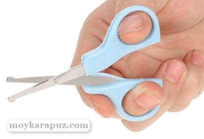 Когда нужно стричь ногти новорожденному первый раз и как правильно подстригать, чтобы избежать проблемы вросшего ногтя?