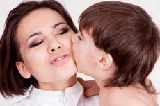 Почему ребенок щипается и кусается, что делать родителям в этой ситуации: причины и советы психолога