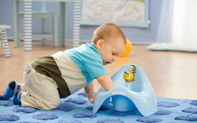 Как отучить ребенка писать в постель по ночам: советы и эффективные приемы специалистов