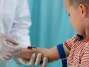 Почему у грудничка и ребенка старшего возраста может быть повышено содержание тромбоцитов в крови?