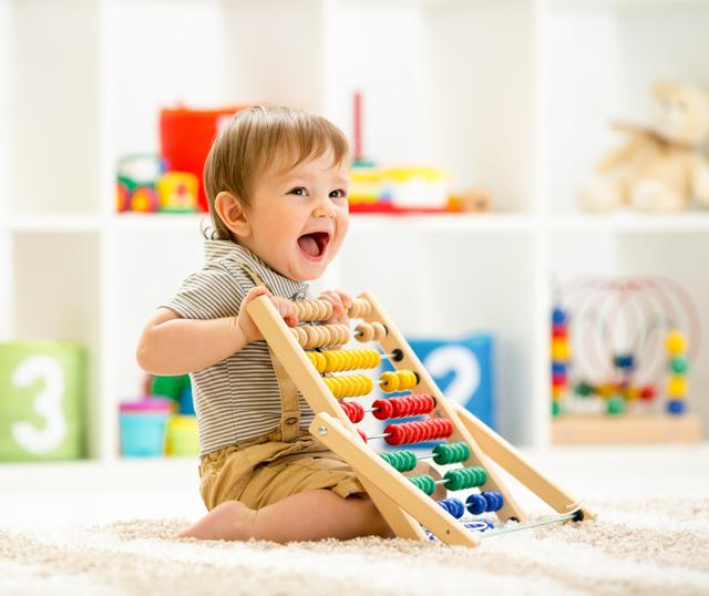 Что должен знать и уметь малыш в 2,5 года: особенности развития ребенка по месяцам до трех лет