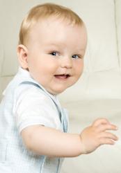 Этапы развития новорожденного малыша по неделям после родов: календарь от рождения до 1 года
