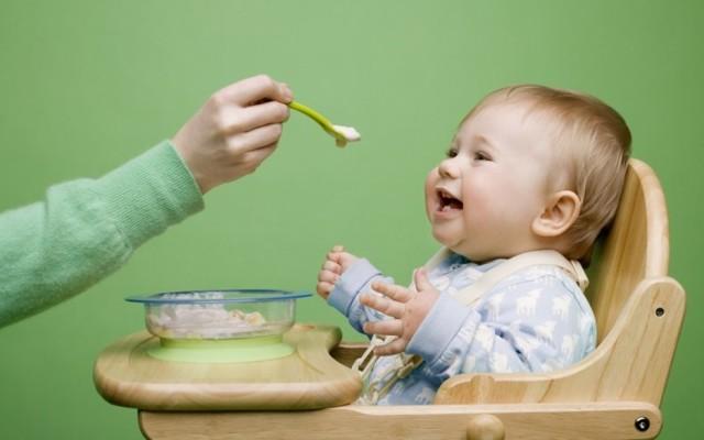 Манная каша ребенку: оптимальный возраст прикорма и рецепты манки для грудничка до 1 года