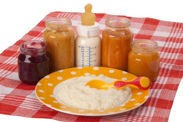 Таблица прикорма в 4 месяца при искусственном и грудном вскармливании: как правильно вводить кашу и пюре в рацион?
