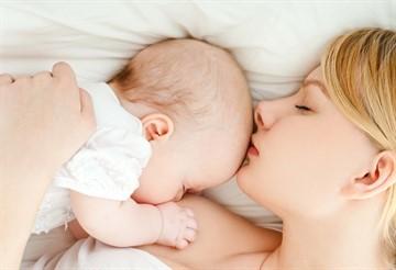Сколько ребенок должен спать в 10 и 11 месяцев: нормы дневного и ночного сна