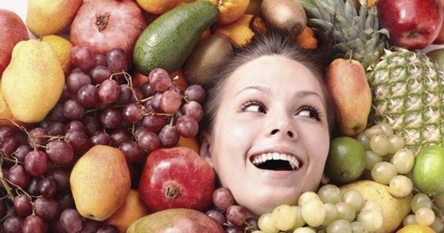 Какие фрукты и ягоды можно есть кормящей маме новорожденного: список разрешенных продуктов при грудном вскармливании
