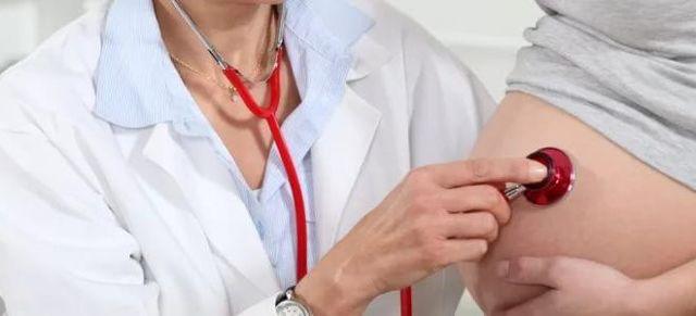 Кесарево сечение: мнение специалистов, плюсы и минусы для ребенка и мамы, возможные осложнения