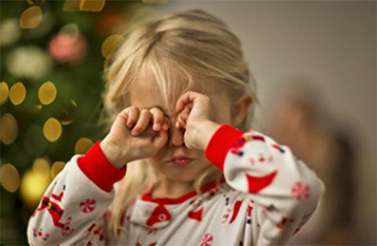 Что делать, если ребенок постоянно чешет глаза и нос: причины и способы решения проблемы