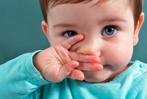 Что делать, если у ребенка во время насморка из носа идут сопли с кровью?
