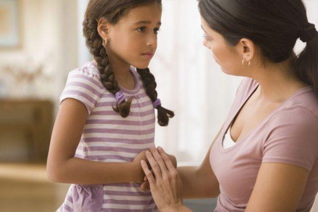 Почему у ребенка болит левый или правый бок и низ живота - что это может быть?