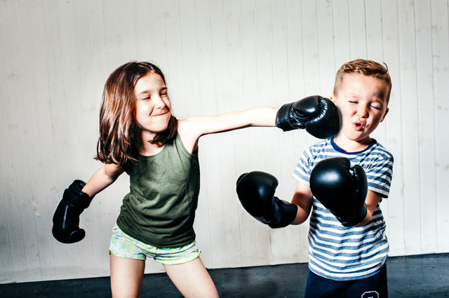 Как научить малыша постоять за себя и защититься в детском саду или школе: нужно ли