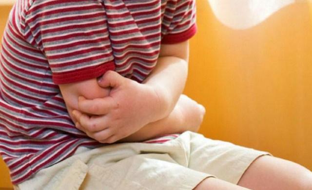 Почему у ребенка болит живот во время приема пищи или сразу после еды: причины детских жалоб и способы лечения
