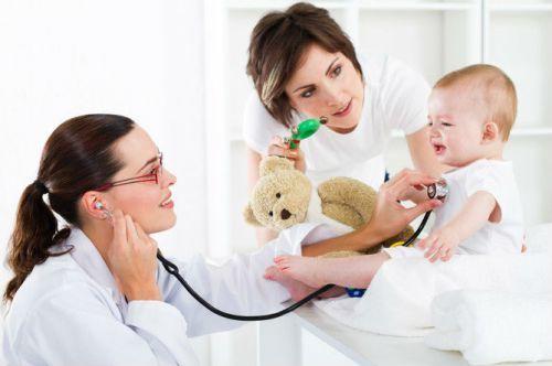 Почему у ребенка темно-коричневая или ярко-желтая моча: причины потемнения урины и рекомендации для родителей