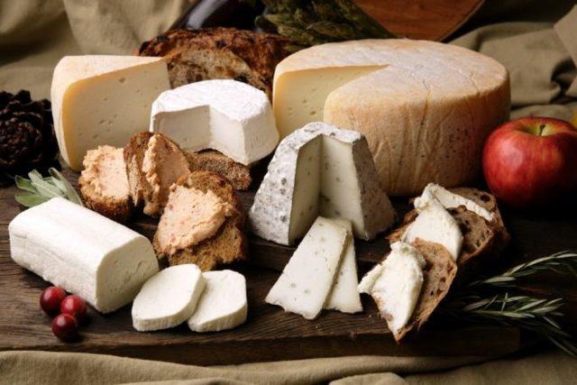 Можно ли кормящей маме кушать сыр: обзор различных сортов при грудном вскармливании
