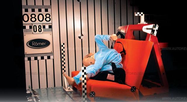 Детский бустер для машины: что это и с какого возраста его можно использовать вместо автокресла?
