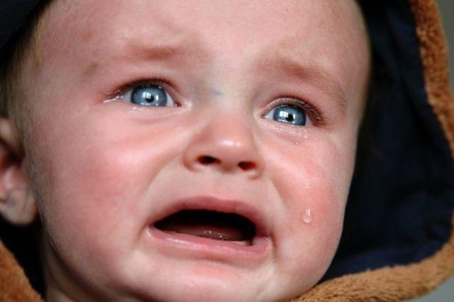 Почему под глазами у ребенка появляются мешки и отеки: причины и лечение припухлости