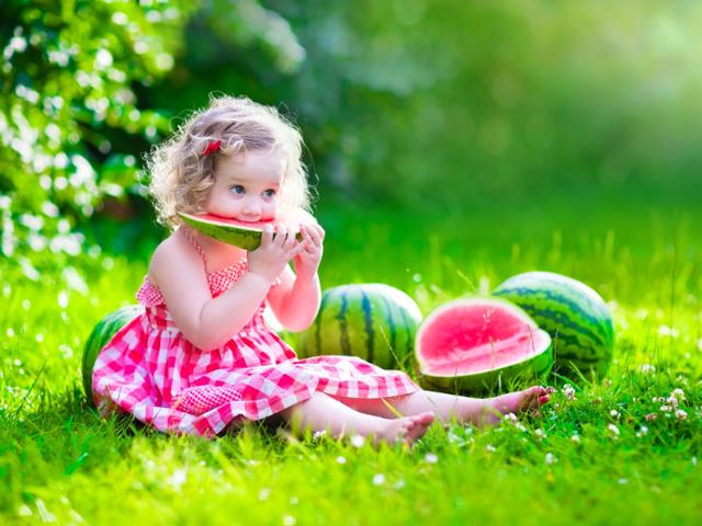 Можно ли детям до года давать арбуз и дыню: оптимальный возраст для введения фруктов в рацион малыша
