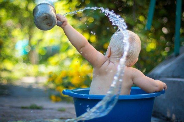 Можно ли купать ребенка с симптомами простуды - при температуре, насморке и кашле?