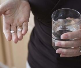 Чем лечить диарею у кормящей мамы: причины поноса и безопасные лекарства при грудном вскармливании
