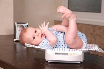Что может и должен уметь ребенок в 2 месяца: навыки и показатели развития мальчика и девочки
