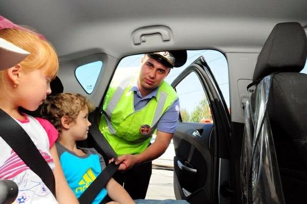 До какого возраста дети должны ездить в автокресле по закону рф: правила и штрафы