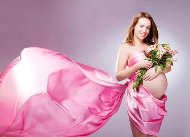 Выделения розового цвета во время беременности: что они означают на ранних и поздних сроках?