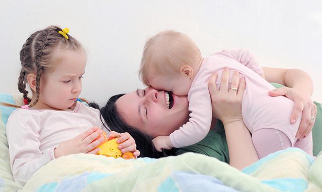 Почему старший ребенок ревнует к младшему и что делать в этой ситуации: рекомендации психолога