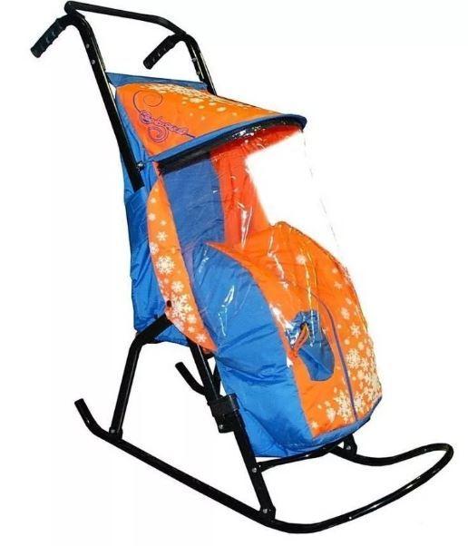 С какого возраста можно использовать детские санки-коляску, и как выбрать лучший вариант: рейтинг 7 моделей