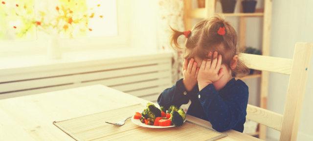 Что делать, если ребенок плохо кушает прикорм: 5 способов приучить грудничка есть новую пищу