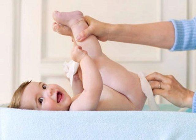 Как правильно мыть и подмывать новорожденную девочку: видео-уроки интимной гигиены и ухода